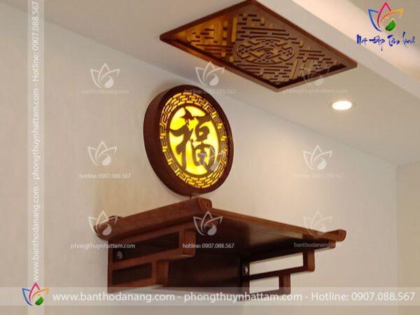Bàn thờ treo tường kết hợp tranh đèn gỗ chữ Phúc