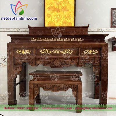 Bàn thờ đứng truyền thống với nhiều họa tiết hoa văn tinh xảo đòi hỏi người thợ phải có tay nghề cao