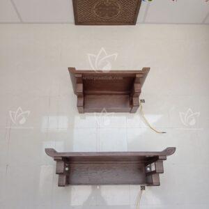 Bàn thờ treo tường 2 cấp màu óc chó chân Thang trang nhã, tinh tế chọ không gian phòng thờ thêm ấm cúng